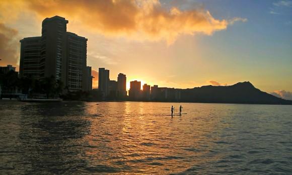 ワイキキビーチからの夜明け