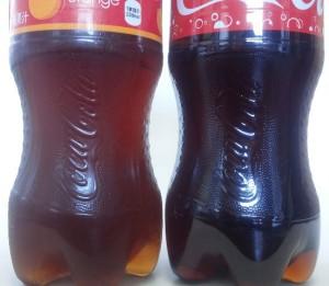 コカ・コーラオレンジの方が色が薄い。麺つゆみたい